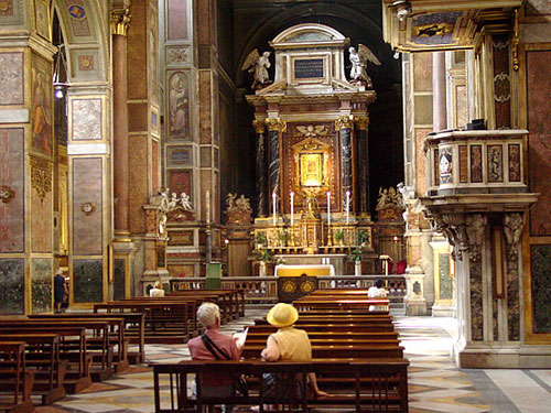 The front of the nave and the sanctuary of Sant'Agostino Church