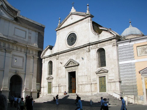 S. Maria del Popolo next to the Roman Wall (on left edge of picture)