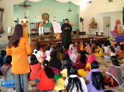 An Augustinian in India assists catechetical instruction of children.